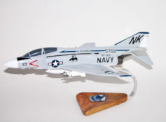 VF-143 Pukin Dogs F-4 Model