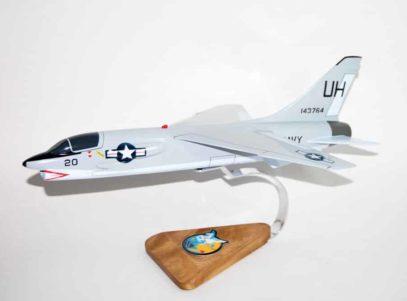 VU-7 Tallyhoers F-8 Crusader Model