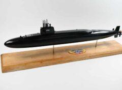 USS Benjamin Franklin SSBN-640 Submarine Model (Black Hull)